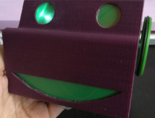 Ilumina los ojos de D_BOT, nuestro robot educativo.
